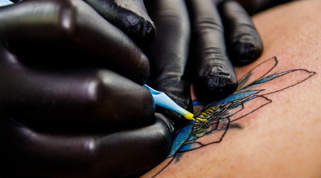 tattoo-artist-556036_1920